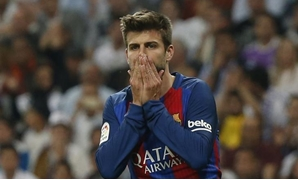 Spanish Liga Santander - Santiago Bernabeu, Madrid, Spain - 23/4/17 Barcelona's Gerard Pique looks dejected Reuters/Susana Vera Livepic