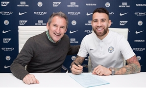 Nicolas Otamendi signs his new contract with Manchester City, Courtesy of Nicolas Otamendi official account on Twitter