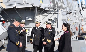 USS Carney Commander Peter Halvorsen (2nd from left) gives a tour of the ship to Major General Ralph Groover, Rear Admiral Ehab Sobhy, Commander Hisham Zaher, and DCM Dorothy Shea – Press Photo