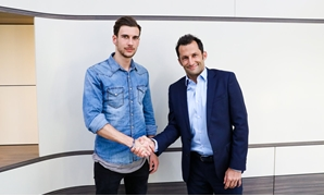 Leon Goretzka with Bayern Munich's sporting director Hasan Salihamidžić - Photo courtesy of Bayern Munich's official website