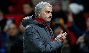 Soccer Football - Premier League - Manchester United vs Stoke City - Old Trafford, Manchester, Britain - January 15, 2018 Manchester United manager Jose Mourinho applauds fans after the match REUTERS/Andrew Yates