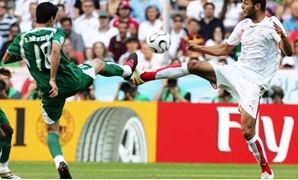 Saudi Arabia's Nawaf Al-Temyat battles for the ball with Tunisia's Yassine Chikhaoui during Group H World Cup 2006 soccer match - Santabanta.com