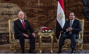 Egyptian President Abdel Fatah al-Sisi meets with with U.S. Vice President Mike Pence at the Presidential Palace in Cairo, Egypt January 20, 2018. REUTERS/ Khaled Desouki/Pool