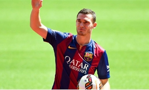Thomas Vermaelen is pictured during his presentation at Nou Camp stadium in Barcelona, August 10, 2014 - REUTERS/Gustau Nacarino