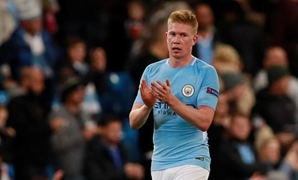 Soccer Football - Champions League - Manchester City vs S.S.C. Napoli - Etihad Stadium, Manchester, Britain - October 17, 2017 Manchester City's Kevin De Bruyne applauds fans after the match Action Images via Reuters/Jason Cairnduff