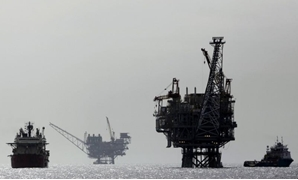 An Israeli gas platform, controlled by a U.S.-Israeli energy group, is seen some 24 km west of Israel's port city of Ashdod on Feb. 25, 2013. REUTERS/Amir Cohen