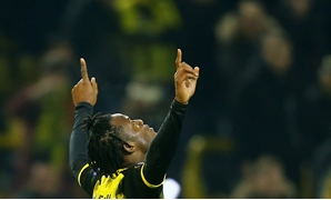 Soccer Football - Europa League Round of 32 First Leg - Borussia Dortmund vs Atalanta - Signal Iduna Park, Dortmund, Germany - February 15, 2018 Borussia Dortmund's Michy Batshuayi celebrates scoring their third goal REUTERS/Leon Kuegeler