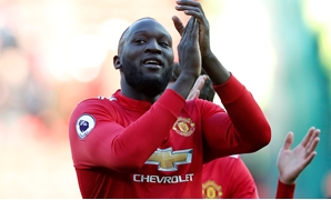 Soccer Football - Premier League - Manchester United vs Chelsea - Old Trafford, Manchester, Britain - February 25, 2018 Manchester United's Romelu Lukaku applauds the fans after the match REUTERS/Andrew Yates