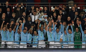 Soccer Football - Carabao Cup Final - Arsenal vs Manchester City - Wembley Stadium, London, Britain - February 25, 2018 Manchester City's Vincent Kompany lifts the trophy as they celebrate winning the Carabao