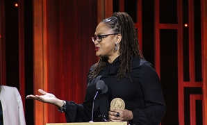 Ava DuVernay accepting her award at the The 76th Annual Peabody Awards Ceremony at Wall Street, May 13, 2017 - Stephanie Moreno/Flickr.