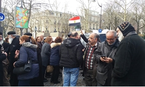 Egyptian community members in Paris lined up in long queues in front of the embassy waiting enthusiastically to cast their votes – Egypt Today