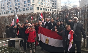Egyptian community members in Germany lined up in long queues in front of the embassy waiting enthusiastically to cast their votes – Egypt Today
