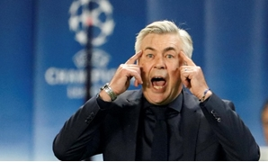 Paris St. Germain vs Bayern Munich - Parc des Princes, Paris, France - September 27, 2017 Bayern Munich coach Carlo Ancelotti reacts REUTERS/Charles Platiau