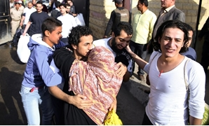 An Egyptian woman hugs a youth who was released from Cairo's Tora prison on November 18, 2016 – AFP