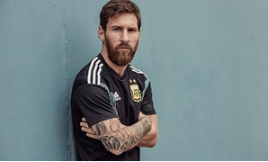 File – Messi wear Argentina national team away kit in the World Cup