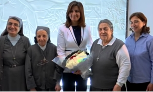 Minister of Immigration Nabila Makram honoring her teacher Sœur Pauline in Saint Anne School, on Mother's day Wednesday, March 21, 2018 - Photo courtesy of YouTube/ ON live television channel