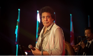 Mohamed Mounri performing during his concerts - Official Facebook page