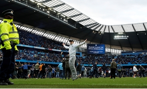 Soccer Football - Premier League - Manchester City v Swansea City - Etihad Stadium, Manchester, Britain - April 22, 2018 Manchester City fans invade the pitch after the game Action Images via Reuters/Lee Smith