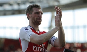 FILE PHOTO: Britain Football Soccer - Arsenal v Everton - Premier League - Emirates Stadium - 21/5/17 Arsenal's Per Mertesacker applauds fans after the match Action Images via Reuters / Andrew Couldridge Livepic
