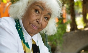 Egyptian feminist Nawal El Saadawi pictured at Cairo Zoo in 2016. Photo by Daniel Meyers