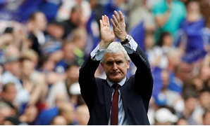 FILE PHOTO: Soccer Football - FA Cup Semi Final - Chelsea v Southampton - Wembley Stadium, London, Britain - April 22, 2018 Southampton manager Mark Hughes applauds fans after the match REUTERS/Darren Staples/File Photo