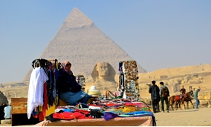 Egypt to impose LE 10,000 fine on those harassing tourists