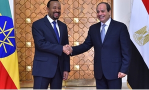 Egyptian President Abdel Fatah al-Sisi shakes hands with Ethiopian Prime Minister Abiy Ahmed – press photo