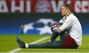 Allianz Arena, Munich, Germany - 15/2/17 Bayern Munich's Manuel Neuer warms up before the match Reuters / Michaela Rehle Livepic