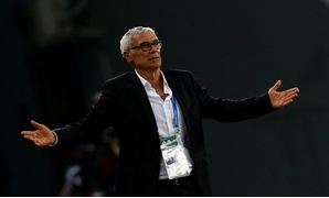 Egypt's head coach Hector Cuper reacts during the game. REUTERS/Amr Abdallah Dalsh