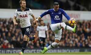 Britain Soccer Football - Tottenham Hotspur v Everton - Premier League - White Hart Lane - 5/3/17 Everton's Ramiro Funes Mori in action with Tottenham's Harry Kane Reuters / Eddie Keogh Livepic