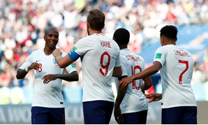 Soccer Football - World Cup - Group G - England vs Panama - Nizhny Novgorod Stadium, Nizhny Novgorod, Russia - June 24, 2018 England's Harry Kane celebrates with team mates after scoring their sixth goal to complete his hat-trick REUTERS/Murad Sezer