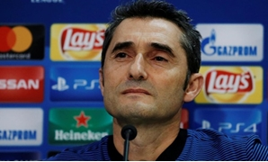 Karaiskakis Stadium, Piraeus, Greece - October 30, 2017 Barcelona coach Ernesto Valverde during the press conference REUTERS/Costas Baltas