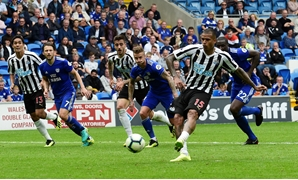 Soccer Football - Premier League - Cardiff City v Newcastle United- Cardiff City Stadium, Cardiff, Britain - August 18, 2018 Newcastle United's Kenedy has his penalty saved by Cardiff City's Neil Etheridge (not pictured) REUTERS/Rebecca Naden