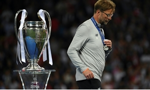 Liverpool manager Jurgen Klopp walks past the Champions League trophy after defeat to Real Madrid in the 2018 final