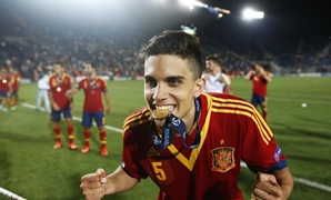 Spain's Marc Bartra celebrates his team's victory against Italy in the European Under-21 championship final soccer match at Teddy Kollek Stadium in Jerusalem June 18, 2013. REUTERS/Ronen Zvulun