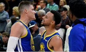Sweden's Jonas Jerebko, left, of the Golden State Warriors celebrates his game-winning shot against his former Jazz teammates with Stephen Curry