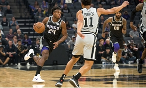 Nov 12, 2018; Sacramento, CA, USA; Sacramento Kings guard Buddy Hield (24) dribbles the ball against the San Antonio Spurs during the first quarter at Golden 1 Center. Mandatory Credit: Ed Szczepanski-USA TODAY Sports