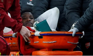 FILE PHOTO: Soccer Football - Europa League - Group Stage - Group E - Arsenal v Sporting CP - Emirates Stadium, London, Britain - November 8, 2018 Arsenal's Danny Welbeck leaves the pitch on a stretcher after sustaining an injury REUTERS/Eddie Keogh/File