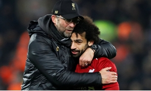 Soccer Football - Champions League - Group Stage - Group C - Liverpool v Napoli - Anfield, Liverpool, Britain - December 11, 2018 Liverpool manager Juergen Klopp celebrates with Mohamed Salah at the end of the match Action Images via Reuters/Carl Recine