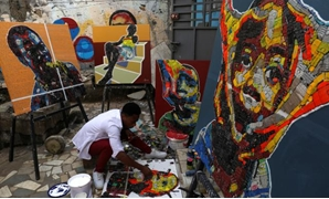 Ivory Coast painter gives new life to e-waste - Reuters.