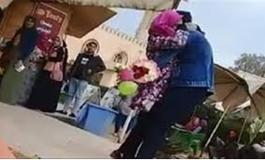 Two students draw controversy after hugging each other inside the campus of the Mansoura University - Screenshot