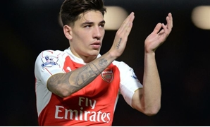 Arsenal's Hector Bellerin applauds their fans at full time Action Images via Reuters / Alan Walter