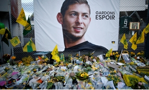 FILE PHOTO: Soccer Football - Ligue 1 - FC Nantes v AS Saint-Etienne - The Stade de la Beaujoire - Louis Fonteneau, Nantes, France - January 30, 2019 General view of tributes left outside the stadium for Emiliano Sala REUTERS/Stephane Mahe/File Photo