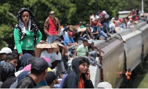 In Pics: Migrants camp on bridge between Guatemala and Mexico as U.S. pressure mounts - Egypt Today