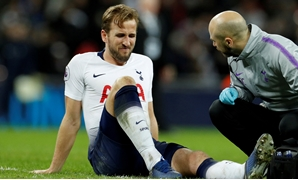 FILE PHOTO: Soccer Football - Premier League - Tottenham Hotspur v Manchester United - Wembley Stadium, London, Britain - January 13, 2019 Tottenham's Harry Kane reacts as he receives treatment from the physio after sustaining an injury at the end of the