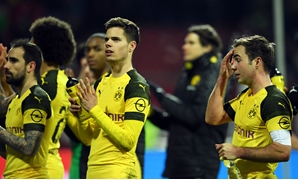 Soccer Football - Bundesliga - 1. FC Nurnberg v Borussia Dortmund - Max-Morlock-Stadion, Nuremberg, Germany - February 18, 2019 Borussia Dortmund's Mario Goetze, Julian Weigl and team mates look dejected at the end of the match REUTERS/Andreas Gebert DFL