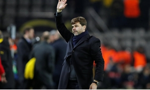Dortmund, Germany - November 21, 2017 Tottenham manager Mauricio Pochettino gestures to fans after the match REUTERS/Wolfgang Rattay