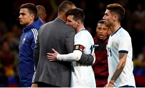 Soccer Football - International Friendly - Argentina v Venezuela - Wanda Metropolitano, Madrid, Spain - March 22, 2019 Argentina's Lionel Messi looks dejected with Venezuela coach Rafael Dudamel after the match REUTERS/Juan Medina