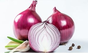 Purple onion and garlic with pepper - CC via Flickr
