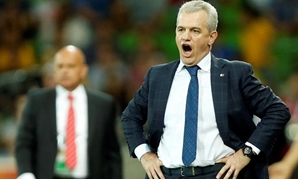 FILE PHOTO: Japan's coach Javier Aguirre (R) reacts in front of Jordan's coach Ray Wilkins during their Asian Cup Group D soccer match at the Rectangular stadium in Melbourne January 20, 2015. REUTERS/Brandon Malone/File Photo